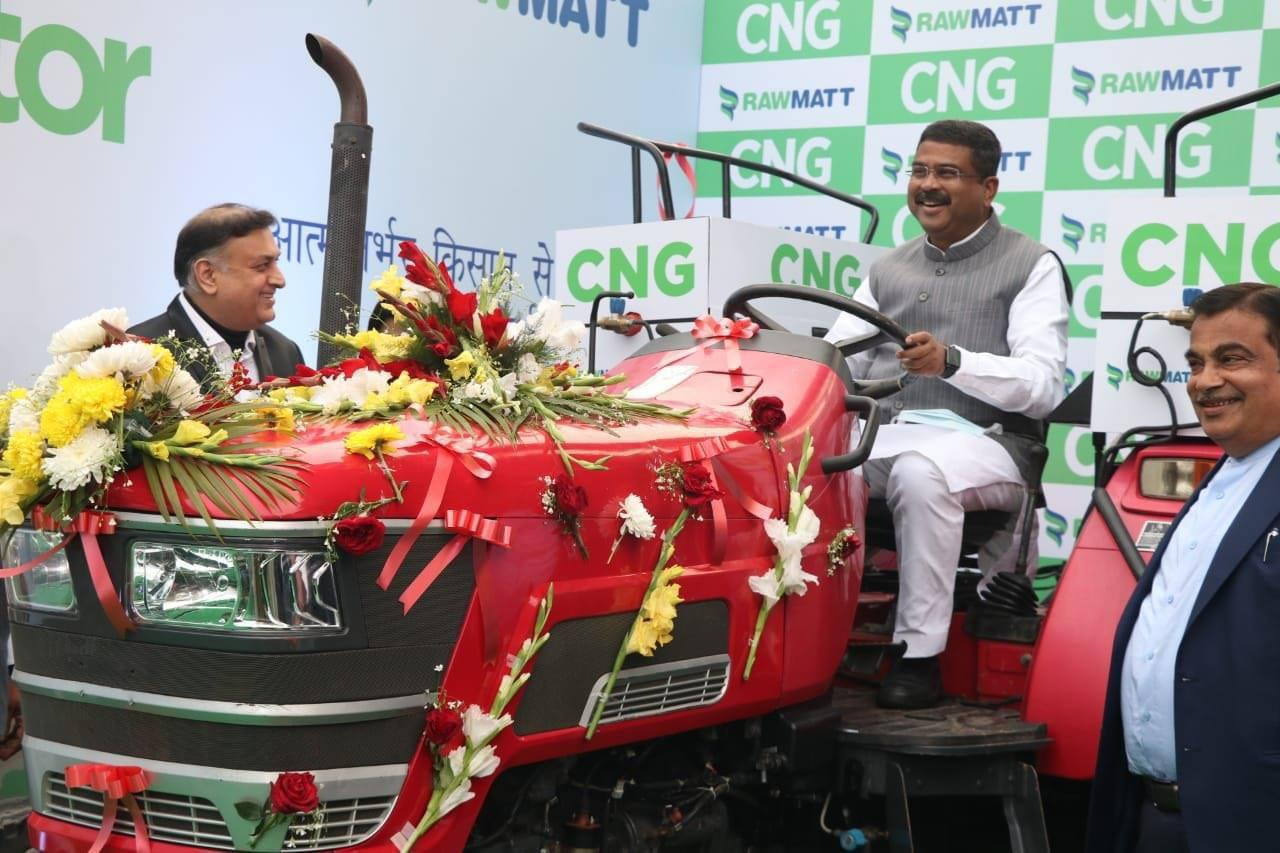 Gadkari launches Indias first Diesel converted CNG Tractor Murugesh Nirani headed MRN Group to Produce CNG Tractors in Karnataka