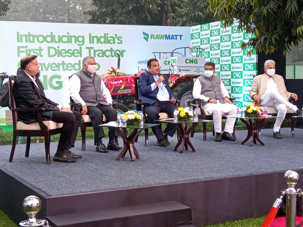 Gadkari launches Indias first Diesel converted CNG Tractor Murugesh Nirani headed MRN Group to Produce CNG Tractors in Karnataka1