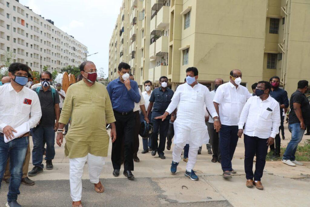 Minister Arvind Limbavali inpsects various works in Mahadevapura with BDA president3