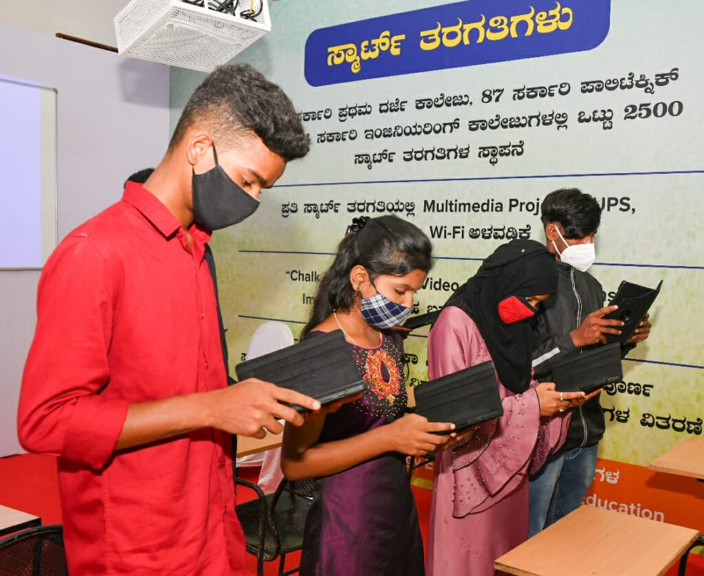 Students with tablet in Karnataka