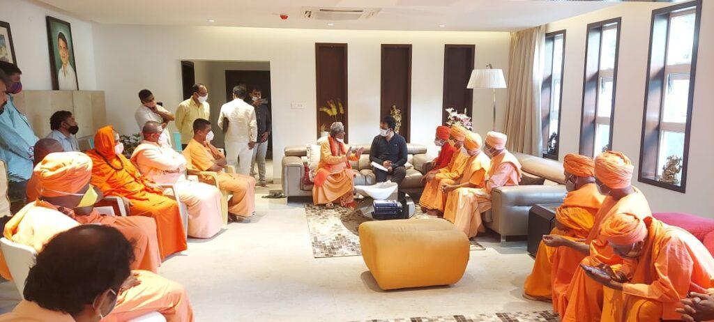 Swamijis held discussion with DCM Ashwathnarayana3