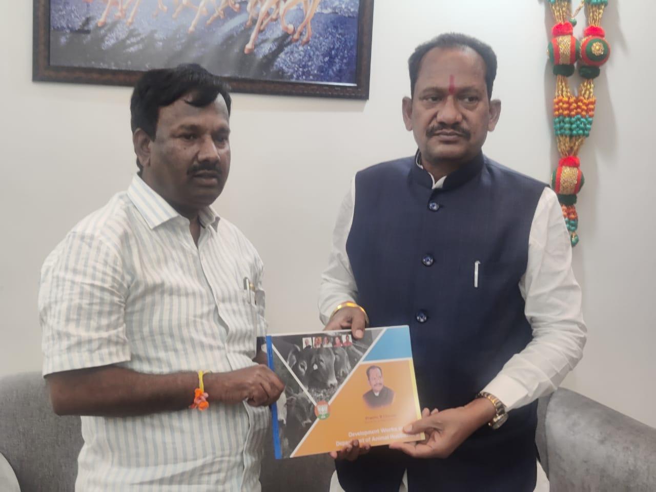 Prabhu Chavan meets Union Minister A Narayanswami