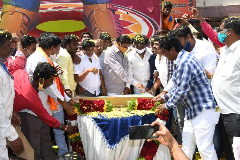 Munirathna felicitated on becoming Horticulture Minister of Karnataka