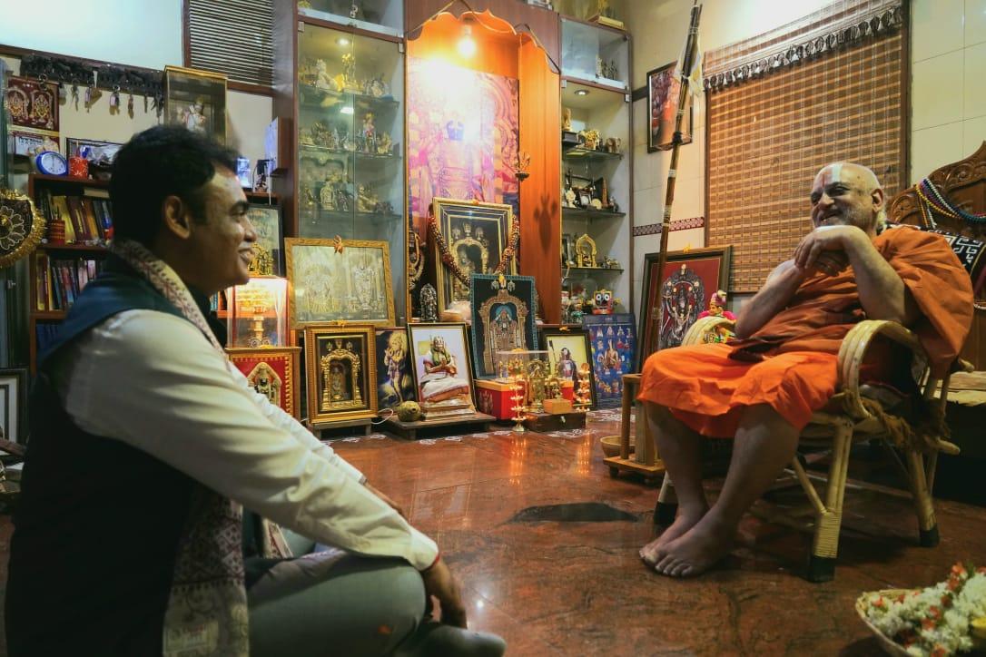 Dr Ashwathanarayana takes blessings of RSS leaders